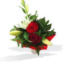 Királyliliom rózsák közt